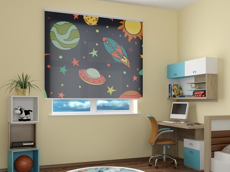 Чем хороши рулонные шторы на окнах детской комнаты