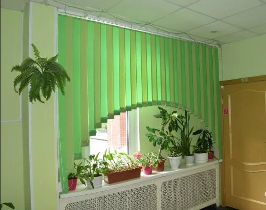 Самые популярные жалюзи на окна в школьный класс